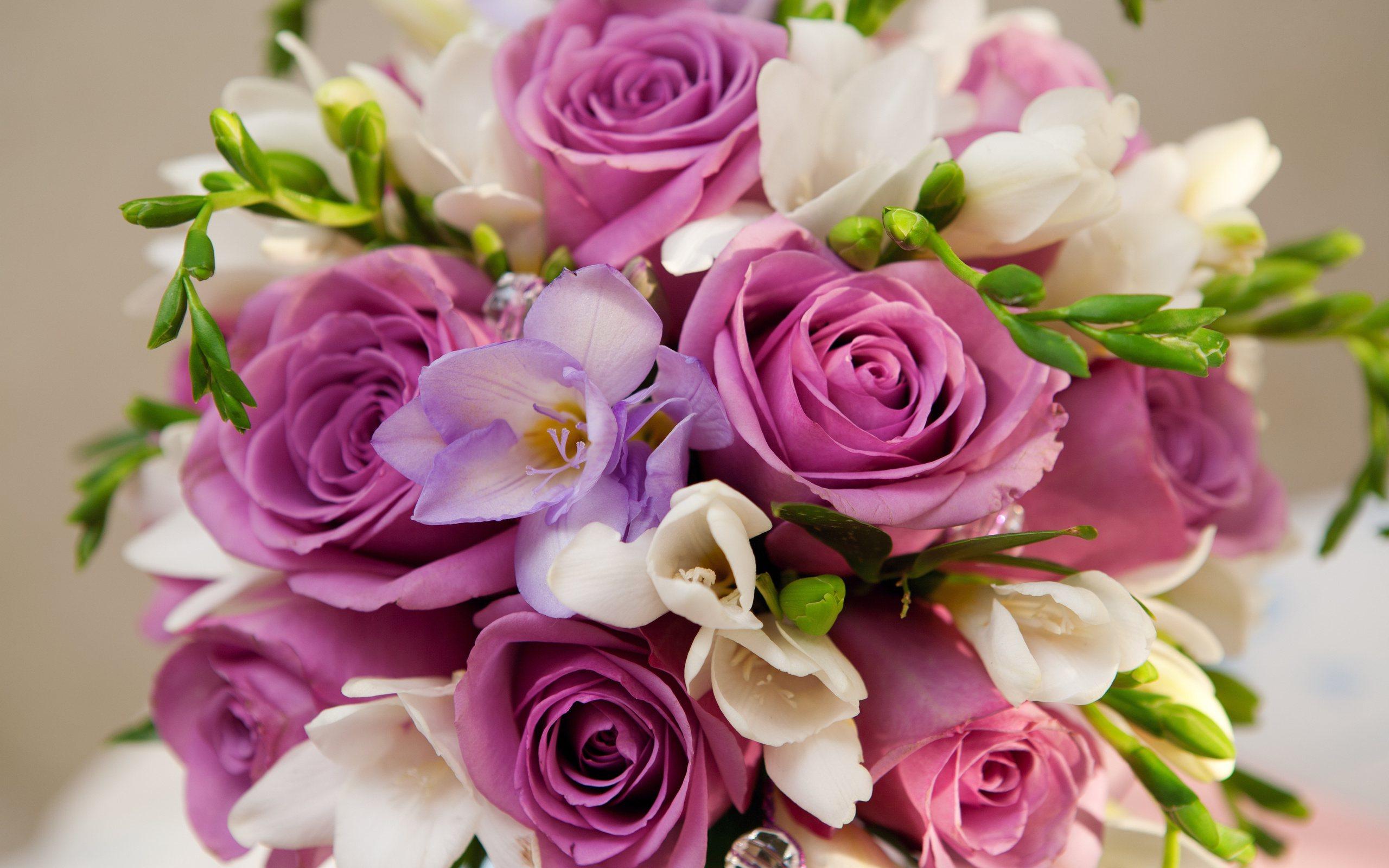 «Дарите женщинам цветы.»